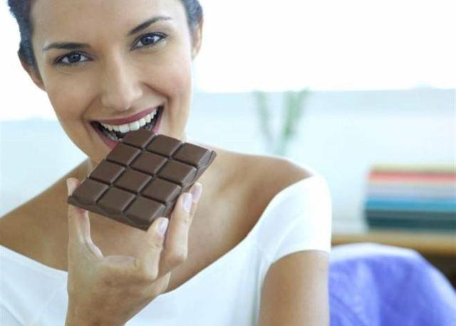 هل تعانون من كثرة تناول الطعام وتخافون من زيادة الوزن خلال الحجر ؟؟ اليكم حمية الشوكولا ..