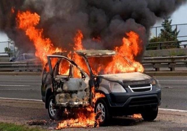 الخبراء يحذرون من ترك زجاجات المياه في السيارة خلال الصيف... إنها قادرة على حرق السيارة!