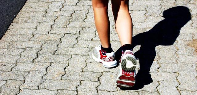 هل يساعد مشي 10 آلاف خطوة في اليوم على فقدان الوزن؟!