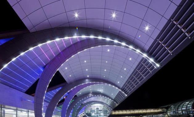 دبي تطلق أسرع شبكة واي فاي مجاني في العالم داخل مطاراتها